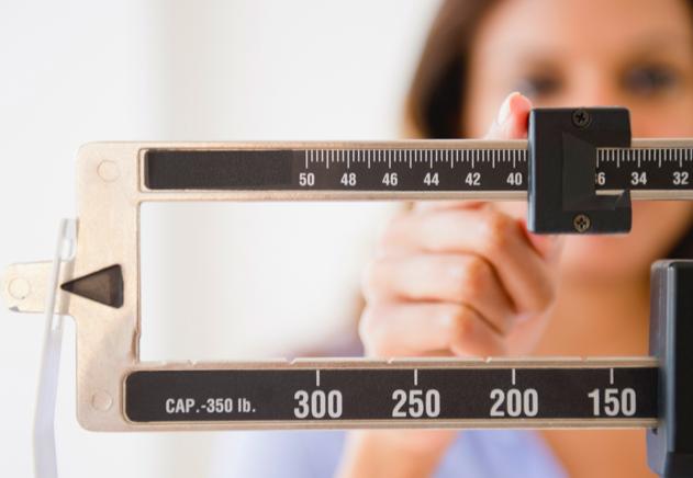 Anticoagulantes orales directos en pacientes con FA no valvular y bajo peso