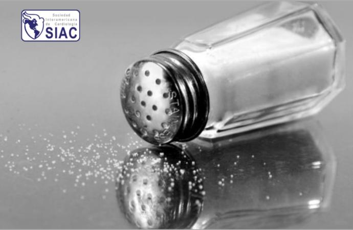 ¿Cómo disminuir el consumo de sal en la alimentación diaria?